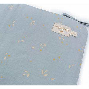 Tour de lit en coton bio de la marque Nobodinoz imprimé willow soft blue